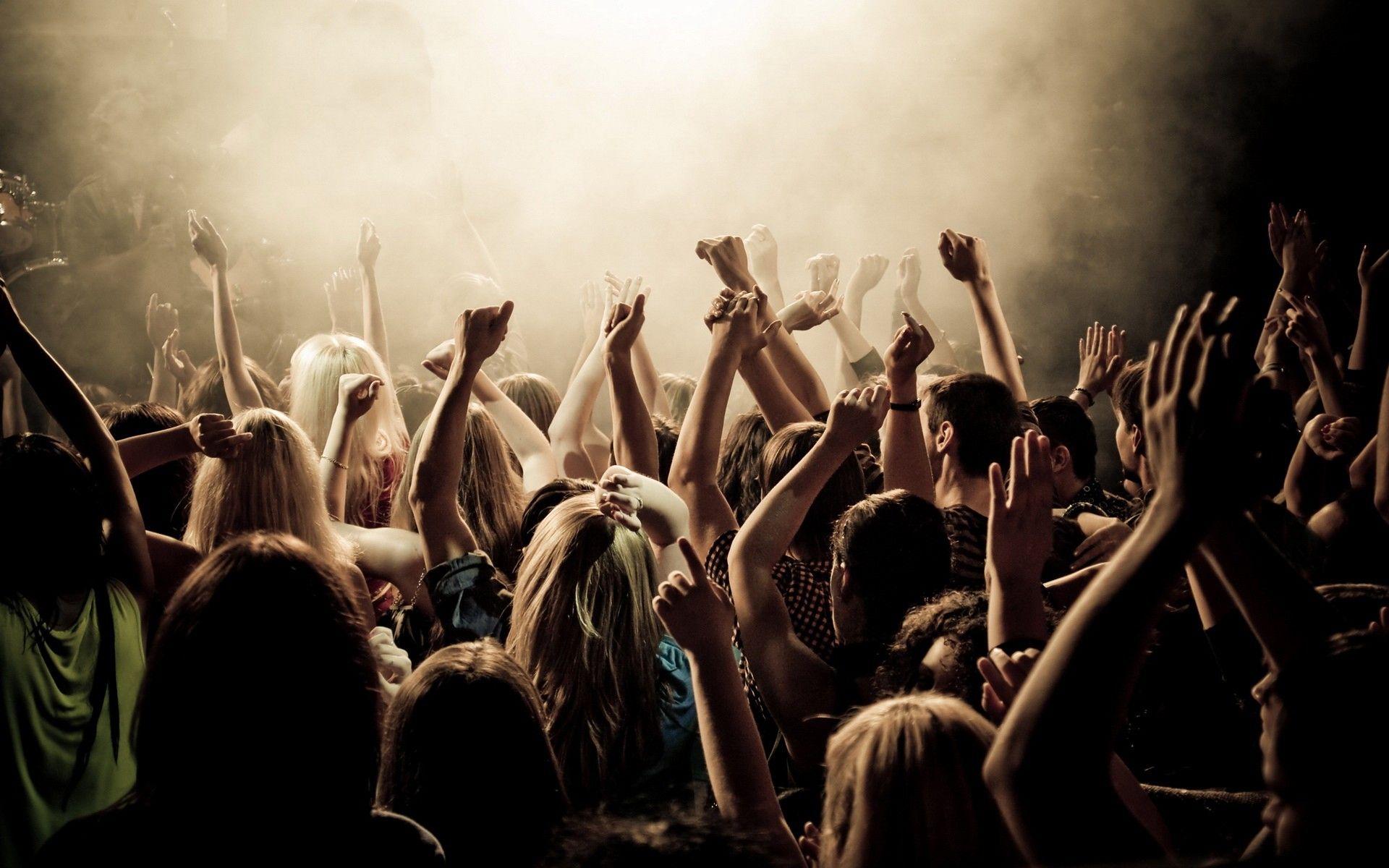 Plaatje met feestende mensen